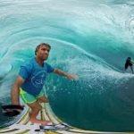 VR動画でタヒチの海のサーフィン体験