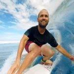 VR動画でタヒチの海でサーフィン体験